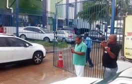 Trabalhadores da LC Empreendimentos protestam no Hospital Roberto Santos contra atrasos